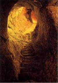 Escaliers romains menant aux caves Ruinard